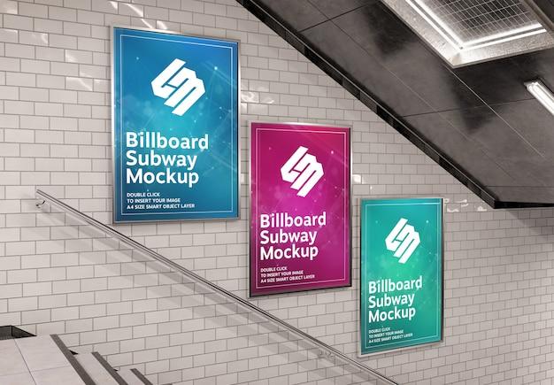 Trzy Pionowe Billboardy Na ścianie Schodów Podziemnych Makieta Premium Psd