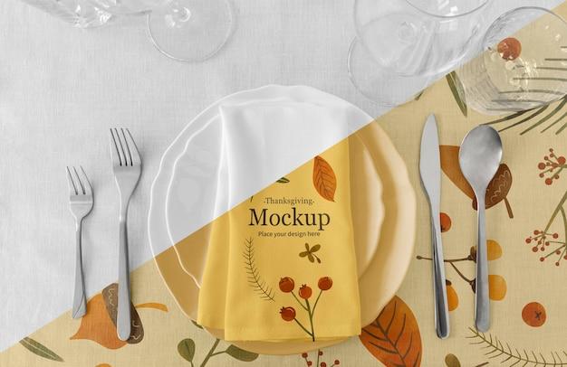 Układ Stołu Obiadowego Na święto Dziękczynienia Z Serwetką I Sztućcami Darmowe Psd