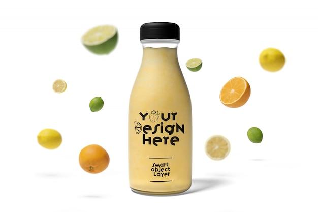 Widok butelki soku z makietą owoców Premium Psd