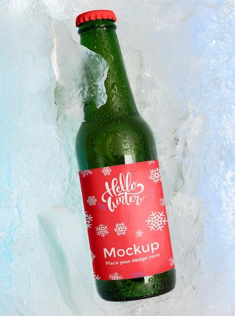 Widok Z Góry Butelka Piwa W śniegu Darmowe Psd