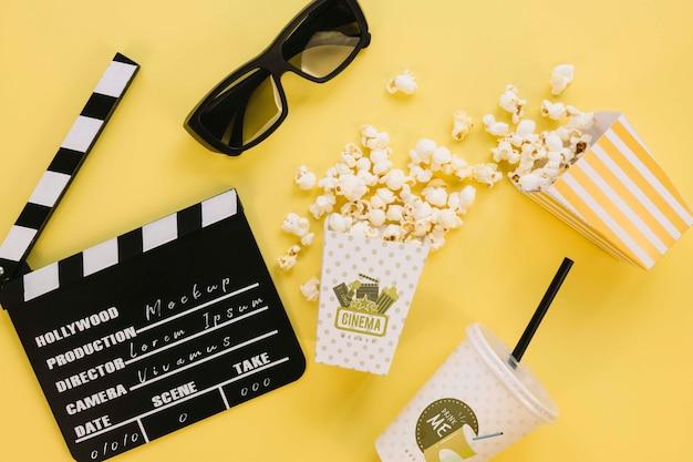 Widok Z Góry Kubek Popcornu Z Clapperboard I Szklanki Darmowe Psd