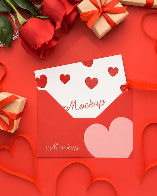 Widok Z Góry Na Walentynki Prezenty I Róże Z Makietą Listu Darmowe Psd