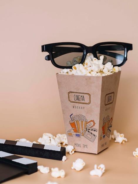 Widok Z Przodu Kinowy Popcorn W Filiżance W Okularach Darmowe Psd