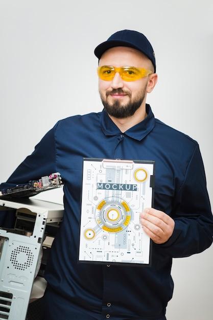 Widok Z Przodu Mechanik Komputerowy Makieta Darmowe Psd
