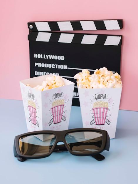 Wysoki Kąt Clapperboard Z Kinowym Popcornem I Okularami Darmowe Psd