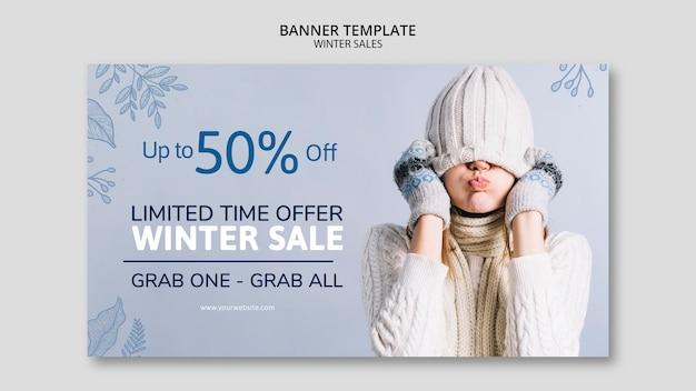 Zimowa wyprzedaż szablon transparent z kobietą Darmowe Psd