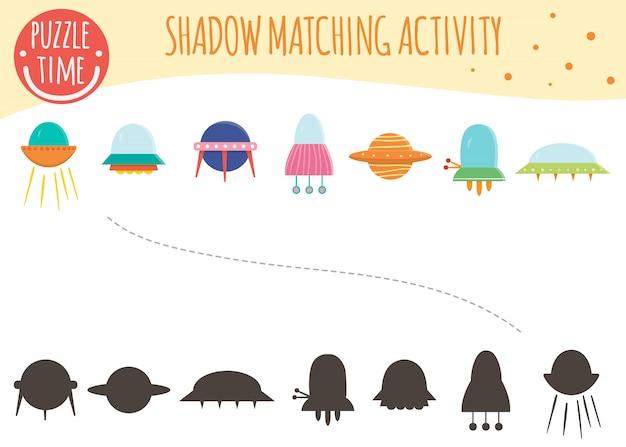 Aktywność Dopasowywania Cieni Dla Dzieci. Temat Kosmiczny. śliczne śmieszne Ufo I Latające Spodki. Premium Wektorów