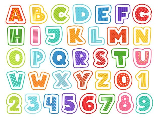 Alfabet kreskówek. śliczne kolorowe litery, cyfry, znaki i symbole dla dzieci w wieku szkolnym i dla dzieci śmieszne czcionki Premium Wektorów
