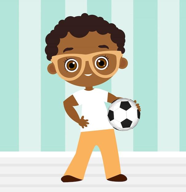 Amerykanin Afrykańskiego Pochodzenia Chłopiec Z Szkłami. Dzieciak Grający W Piłkę Nożną. Premium Wektorów