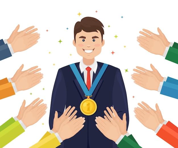 Biznes Człowiek Ze Złotym Medalem. Nagroda Dla Zwycięzcy Za Sport, Osiągnięcia Biznesowe. Klaskanie W Dłonie, Brawa. Dobra Opinia, Pozytywne Opinie. Gratuluję Udanej Transakcji Płaskiej Konstrukcji Premium Wektorów