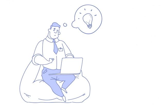 Biznesmen za pomocą laptopa generowania kreatywnych pomysłów innowacji Premium Wektorów