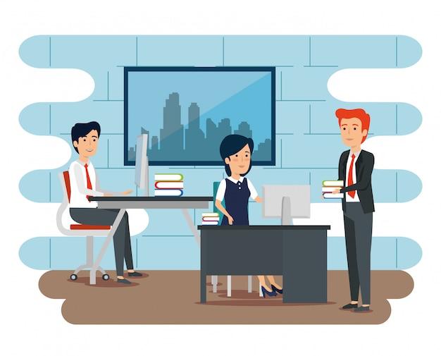 Biznesmeni i bizneswoman pracuje przy biurem Darmowych Wektorów