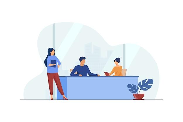 Biznesmeni Omawiając Projekt W Biurze. Praca, Spotkanie, Asystent Płaskiej Ilustracji Wektorowych. Biznes I Zarządzanie Darmowych Wektorów