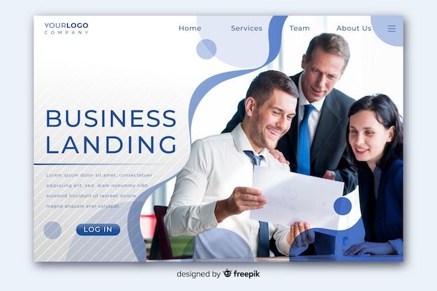 Biznesowa strona docelowa z połową miejsca na kopię i pół zdjęcia Darmowych Wektorów