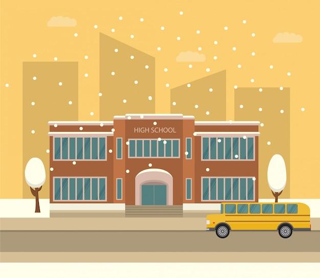 Budynek Szkoły średniej. żółty Autobus Szkolny. Zimowy Krajobraz Miasta Z Padającym śniegiem. Premium Wektorów