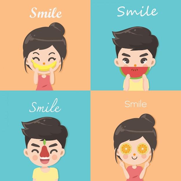 Chłopiec i dziewczynka używają krzywych owoców, by reprezentować szczęśliwy uśmiech. Premium Wektorów
