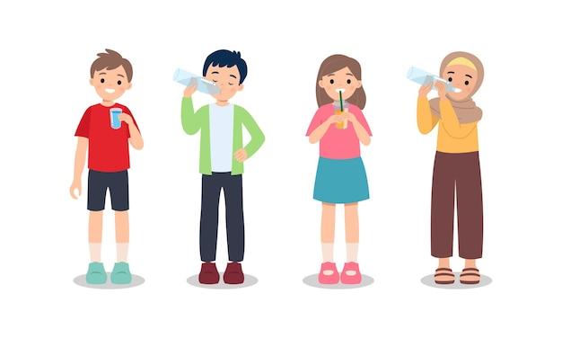 Chłopiec I Dziewczynka Wody Pitnej Ze Szklanej I Plastikowej Butelki. Pojęcie Zdrowego Stylu życia. Pozostań Nawodniony. Płaskie Clip Art Na Białym Tle. Premium Wektorów