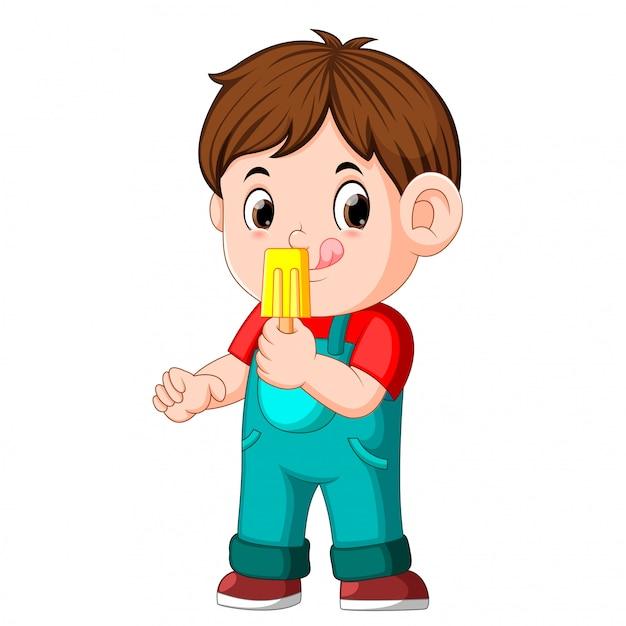 Chłopiec Je Owocowego Lody Na Kiju Premium Wektorów