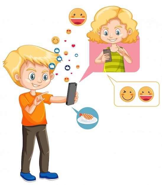 Chłopiec Rozmawia Z Przyjacielem Na Smartfonie Z Ikoną Emoji Stylu Cartoon Na Białym Tle Darmowych Wektorów
