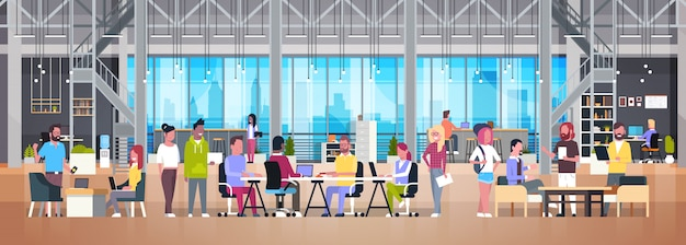 Coworking office grupa kreatywnych ludzi pracujących razem w nowoczesnym centrum współpracy Premium Wektorów
