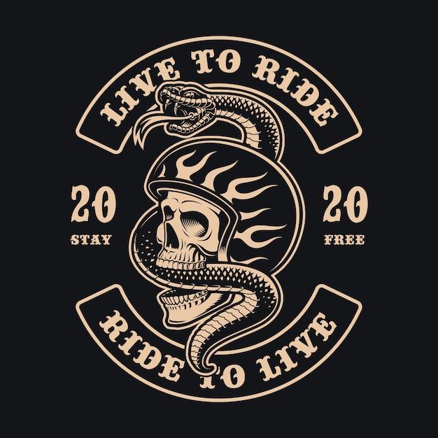 Czarno-biała Ilustracja Czaszki Motocyklisty Z Wężem Na Ciemnym Tle, Idealna Do Odzieży Premium Wektorów