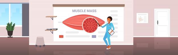 Doktor Wyjaśniając Anatomii Prezentacji Mięśni Ludzkich Koncepcji Opieki Zdrowotnej Masy Mięśniowej Premium Wektorów