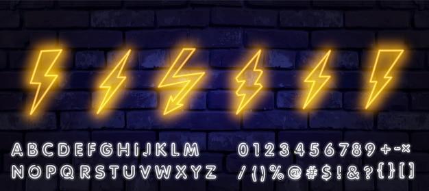 Duży Neonowy Piorun. świecące Znak Błyskawicy Elektrycznej, Ikony Energii Elektrycznej Piorun. Premium Wektorów