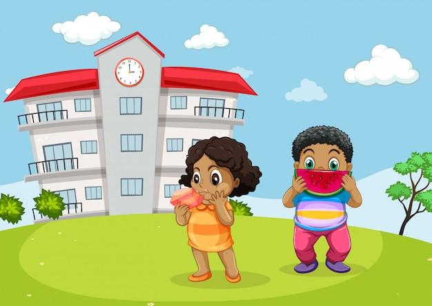 Dwoje Dzieci Jedzących Przed Szkołą Premium Wektorów