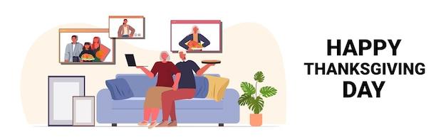 Dziadkowie Rozmawiają Z Dziećmi Podczas Rozmowy Wideo Rodzina świętuje Koncepcję Szczęśliwego Dziękczynienia Premium Wektorów