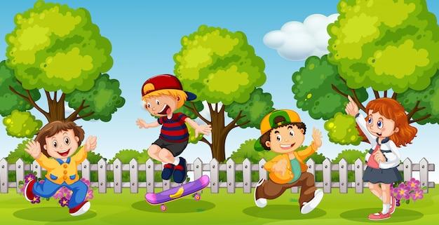 Dzieci bawiące się w szkolnym parku mieszanym Darmowych Wektorów