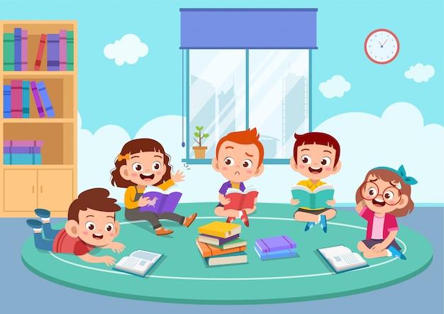 Dzieci omawiają pracę domową Premium Wektorów