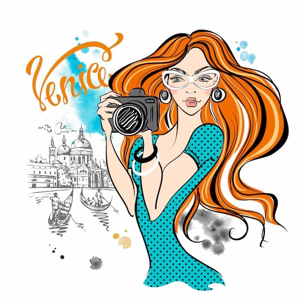 Dziewczyna turysta z kamerą bierze obrazki atrakcje w wenecja. Premium Wektorów