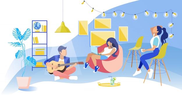 Dziewczyny w fotelu obserwują faceta siedzącego na gitarze podłogowej Premium Wektorów