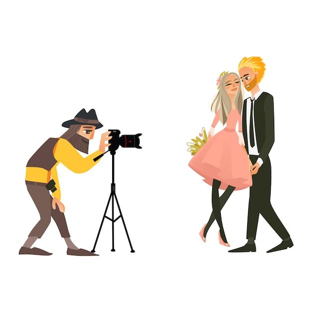 Fotograf fotografuje ślubną parę Premium Wektorów