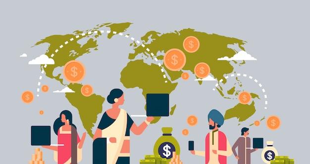 Hindusi korzystający z transparentu transakcji pieniędzy globalnej aplikacji płatności Premium Wektorów
