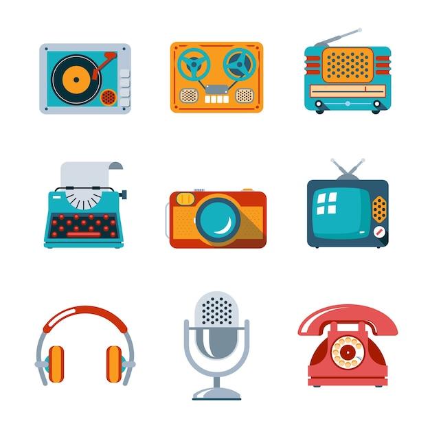 Ikony Mediów Retro W Stylu Płaski. Telewizor I Mikrofon, Słuchawki I Maszyna Do Pisania Oraz Radio Darmowych Wektorów