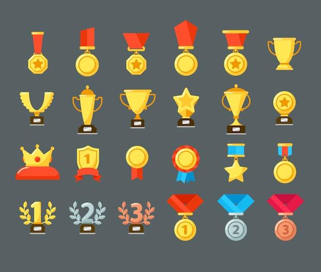 Ikony nagród. złoty puchar trofeum, nagrody puchary i wygrywającą nagrodę. płaskie medale nagradzają symbole Premium Wektorów
