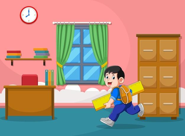 Ilustracja Przedstawiająca Chłopca Biega I Trzyma Dużą żółtą Linijkę Premium Wektorów