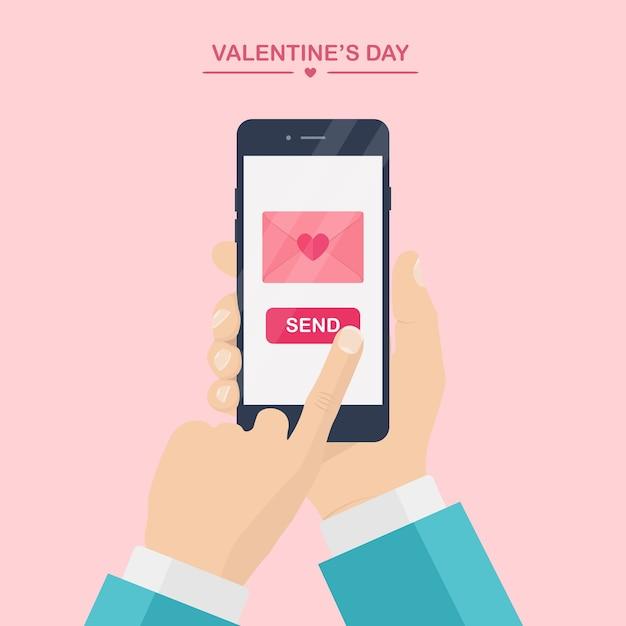 Ilustracja Walentynki. Wysyłaj Lub Otrzymuj Miłosne Smsy, Listy, E-maile Z Telefonu Komórkowego. Ludzką Ręką Trzymać Telefon Komórkowy Na Różowym Tle. Koperta Z Czerwonym Sercem. , Ikona. Premium Wektorów
