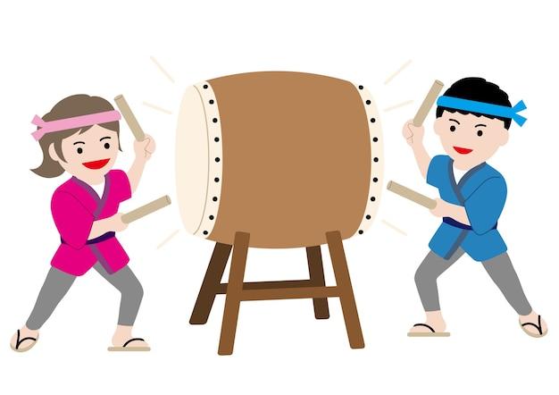 Ilustracja Wektorowa Z Mężczyzną I Kobietą Wykonującą Tradycyjny Japoński Bęben Taiko Darmowych Wektorów