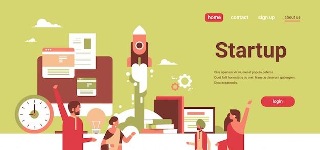 Indyjscy Ludzie Biznesu, Tworząc Nową Koncepcję Udanego Projektu Startowego Premium Wektorów