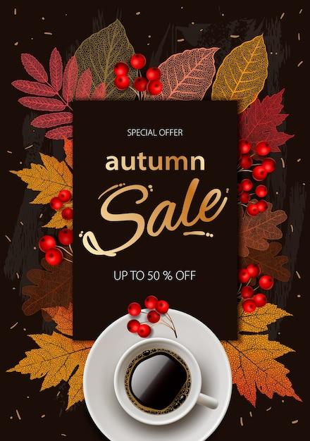 Jesienna Wyprzedaż. Jesienna Wyprzedaż I Rabaty Banner Jesień, Jesienne Liście, Gorąca Parująca Filiżanka Kawy. Premium Wektorów