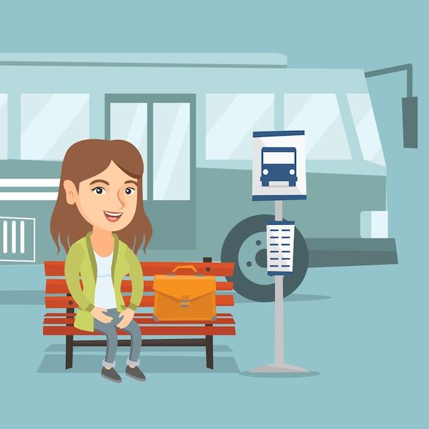 Kaukaska kobieta czeka autobus na przystanku autobusowym. Premium Wektorów