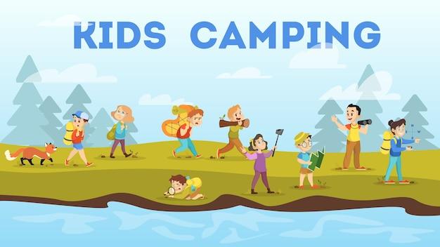 Kemping Dla Dzieci. Dzieci Chodzą Z Plecakiem Premium Wektorów