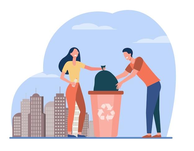 Kilku Ochotników Zbierających śmieci. Ludzie Umieszczają Worek Z śmieciami Do Kosza Płaskiego Ilustracji Wektorowych. Zmniejszanie Ilości Odpadów, Wolontariat, Recykling Darmowych Wektorów