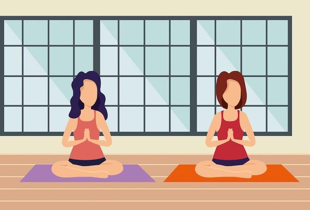 Kobieta ćwiczyć ćwiczenie w domu i okno Darmowych Wektorów