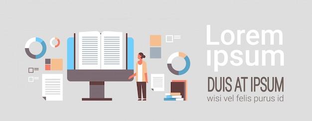 Kobieta, Czytanie Książki Online Premium Wektorów
