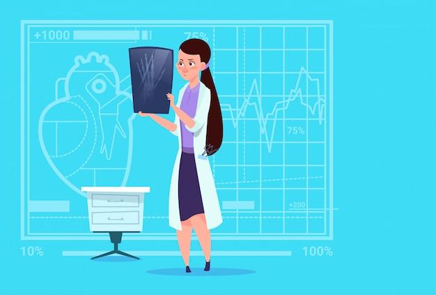 Kobieta Lekarz Bada Xray Medical Clinic Worker Hospital Surgery Premium Wektorów
