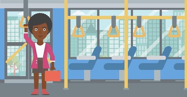 Kobieta podróżująca transportem publicznym. Premium Wektorów