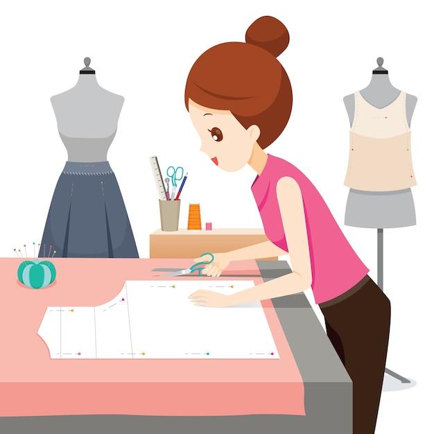 Kobieta Robi Wzór Ubrania, Używa Nożyczek Do Cięcia Tkaniny Premium Wektorów